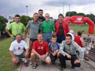 Jacek Fedorowicz i biegacze z Oławy Dobrodzieńska Dycha 2008